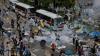 PROTEST VIOLENT la Hong Kong, după ce poliţia a încercat să elimine comerţul stradal ilegal