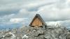 În Alpii Iulieni din Italia există o cabană în care te poți caza gratuit. Ce condiție trebuie să îndeplinești