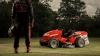 RECORD! Cel mai rapid tractoraș de tuns iarba a atins 215 km/h. Cum arată mașinăria