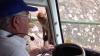 VIRAL! Este incredibil ce face această maimuţă. Şoferul şi pasagerii au rămas uluiţi (VIDEO)