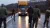 Ucrainenii au ieșit în stradă! Protestatarii au blocat TIR-urile rusești la intrările în țară
