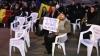 Protest cu scaune la Palatul Cotroceni! Ce i se cere președintelui Iohannis