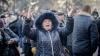 Ședință de judecată cu proteste! Susținătorii grupului Petrenco au intimidat jurnaliștii și polițiștii