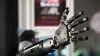 Încă un pas pentru ştiinţă! A fost creată mâna robotică foarte asemănătoare celei umane (VIDEO)