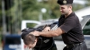 Reţinuţi în flagrant şi escortaţi imediat la inspectorat. Infracţiunea comisă de trei indivizi (VIDEO)