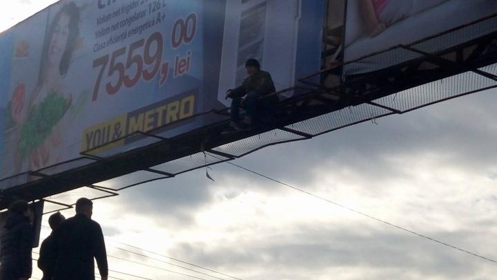 Un adolescent a amenințat că se sinucide. Dorin Chirtoacă l-a convins să nu facă acest gest (VIDEO)