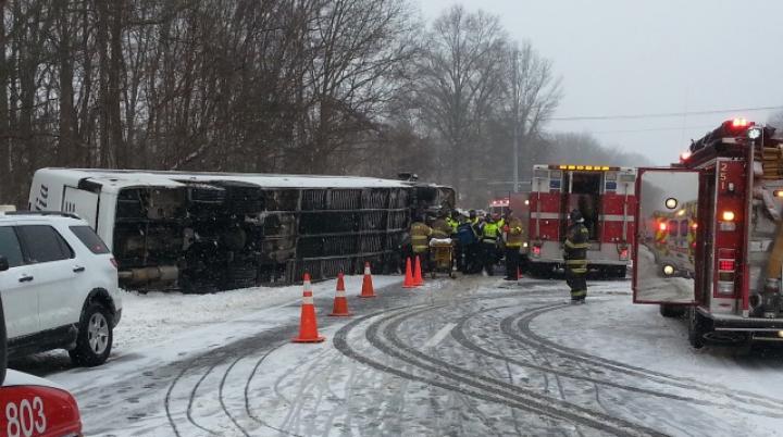 ACCIDENT TERIBIL! 30 de persoane au fost rănite după ce un autocar s-a răsturnat