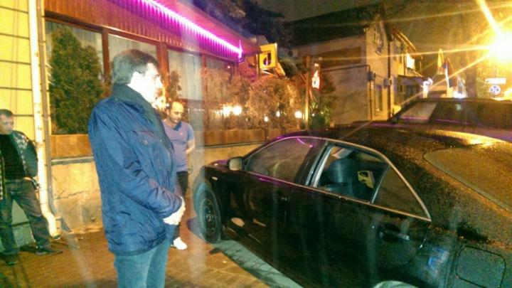 GHINION pentru Dorin Chirtoacă. Mașina primarului a fost SPARTĂ de hoți (FOTO)