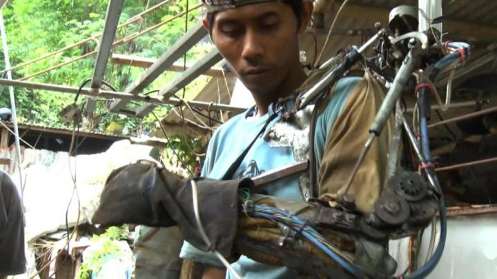 În jungla din Bali poți întâlni o tehnologie scoasă din filmele SF. Invenţia unui tânăr (VIDEO)