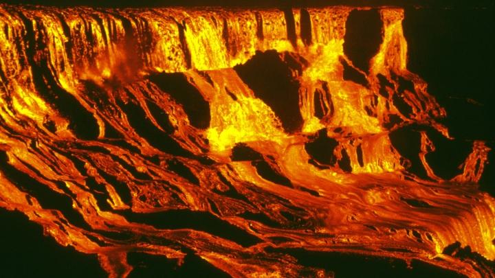 """FENOMEN SPECTACULOS! Cascada care se transformă într-un """"râu de lavă"""""""