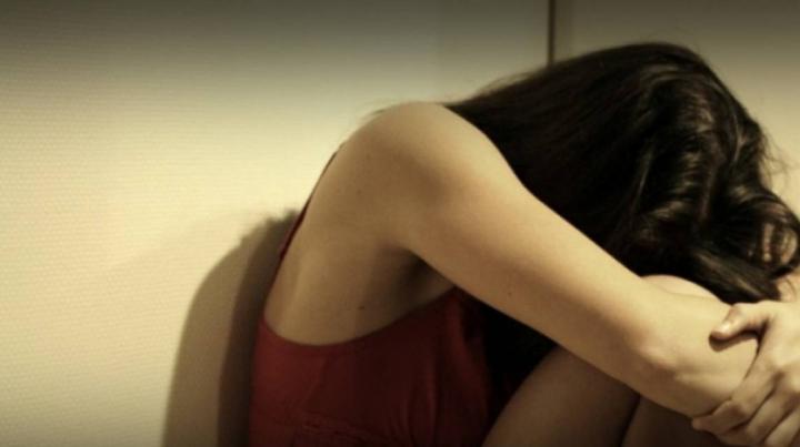 ÎNFIORĂTOR: O tânără, violată din nou de cinci bărbați, care au agresat-o sexual și în urmă cu trei ani