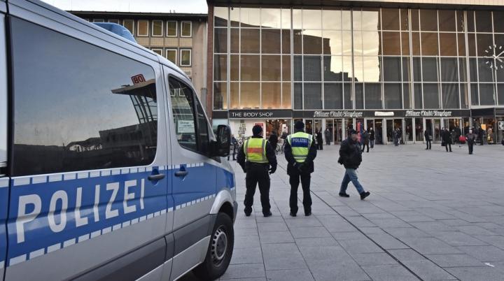 Gest înfiorător al unui refugiat sirian, în Germania. Şi-a aruncat ambii copii de la etajul azilului