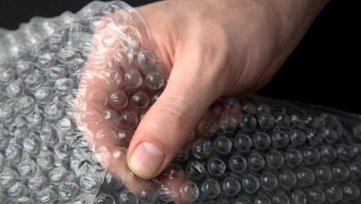 CURIOS! Şapte lucruri mai puţin ştiute despre folia cu bule