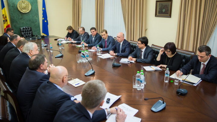 Guvernul vrea un sistem bancar stabil şi funcţional. Pavel Filip s-a întâlnit cu reprezentanții din domeniu
