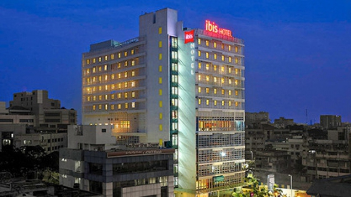 Hotel de vis în India. Stai o zi, plăteşte cât te lasă inima