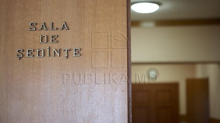 SCHIMBĂRI DE CADRE LA GUVERN. Au fost numiţi şi reconfirmaţi noi viceminiştri