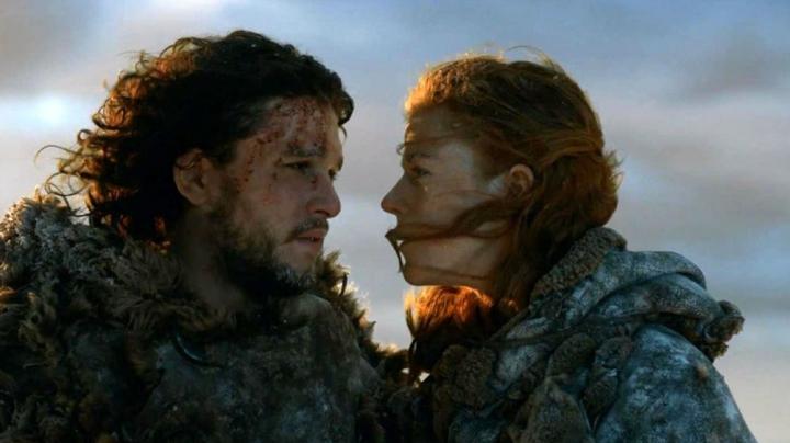 """DRAGOSTEA LOR TRĂIEŞTE! Cum au fost surprinşi Jon Snow şi Ygritte din serialul """"Urzeala Tronurilor"""""""