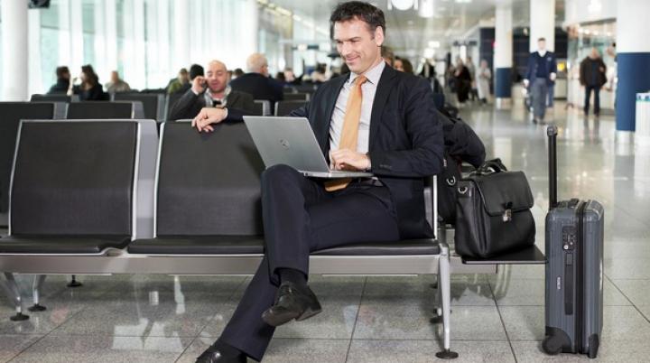 Atenţie când vă faceţi bagajele pentru vacanţă! Bateriile litiu-ion, interzise transportului la cală