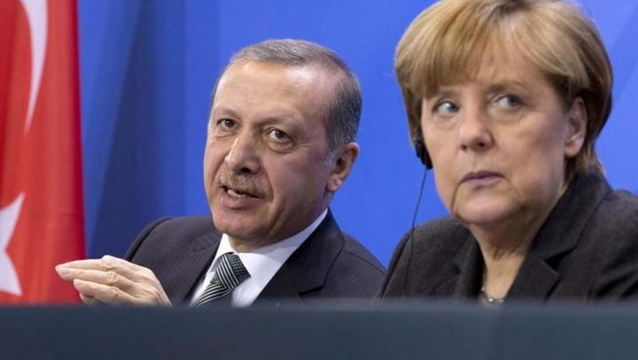 Ankara și Berlinul cer ajutorul NATO în lupta împotriva traficanților de refugiați