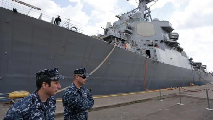NATO trimite nave militare în Marea Egee pentru a intercepta ambarcatiunile ce transportă imigranţi