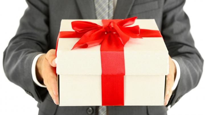 Nu știi cum să scapi de grija cadourilor de 1 și 8 martie? IATĂ SOLUȚIA PERFECTĂ PENTRU BĂRBAȚI (FOTO)