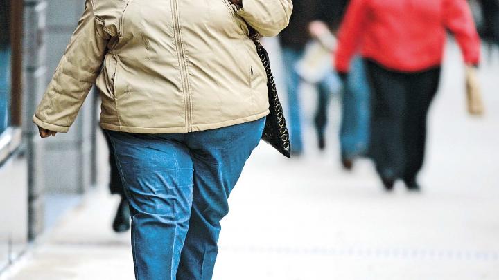 Studiu: Produsele alimentare ambalate în plastic favorizează obezitatea