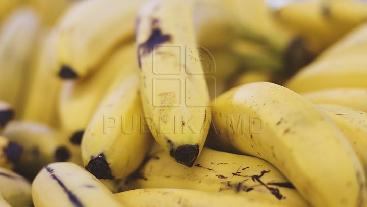 Nevoiţi să-şi părăsească casa, după ce au cumpărat banane de la supermarket. MOTIVUL E ULUITOR