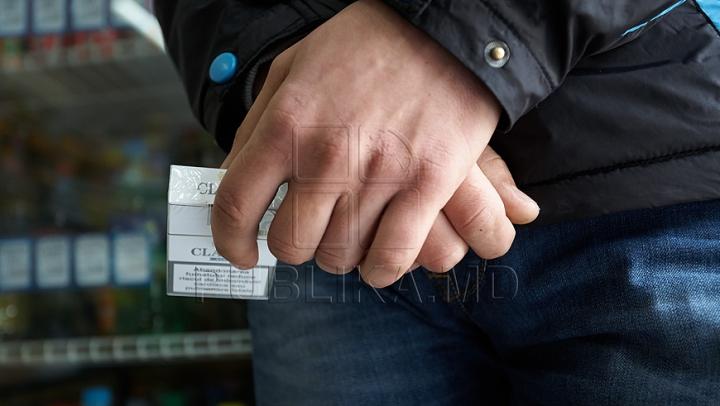 """Moldovenii nu se lasă de acest """"hobby""""! Încă trei bărbaţi au fost prinşi cu ţigări de contrabandă"""
