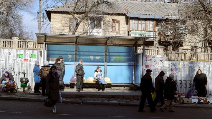 DEZASTRU! Reparații peste reparaţii la stațiile de așteptare vandalizate din Chișinău (FOTOREPORT)