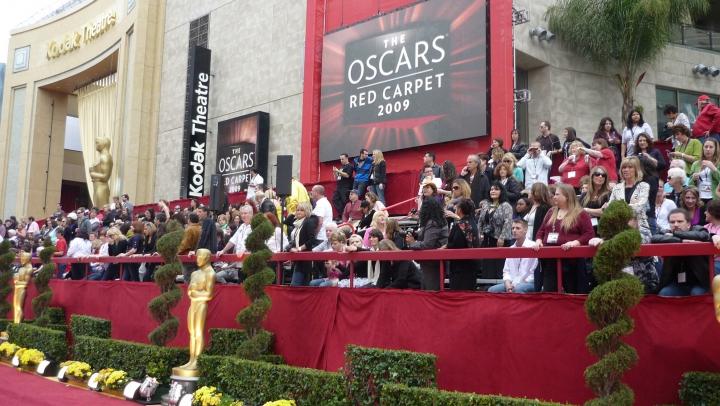 Rochia care a tras toate privirile la Oscar! Nu o să îți vină să crezi cine este designerul (FOTO)