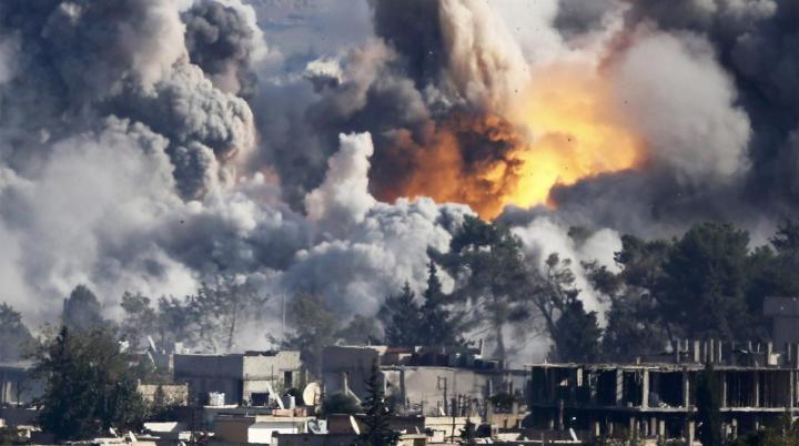 Cel puţin 50 de persoane au fost ucise în raidurile aeriene care au vizat spitale şi şcoli din Siria