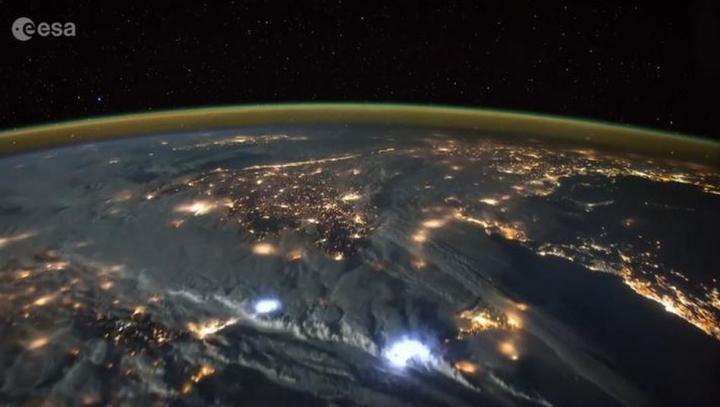 IMAGINI IMPRESIONANTE! Cum se vede din spaţiu o furtună cu fulgere (VIDEO)