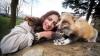 INCREDIBIL! O vulpe se crede câine. Cum se comportă animalul în compania stăpânei (FOTO)