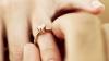 FIORI DE IUBIRE şi EMOŢII DE NEDESCRIS! Un tânăr și-a cerut iubita în căsătorie, la înălțime