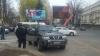 Un SUV, tras pe dreapta. REȚINERE CU MASCAȚI în centrul Capitalei (VIDEO)