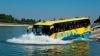 O nouă atracție turistică în Germania: Autobuzul amfibie, destinat deplasării pe uscat și pe apă (VIDEO)