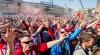 VIDEO REVOLTĂTOR! Suporterii unei echipe olandeze ȘI-AU BĂTUT JOC de patru cerșetori la Madrid