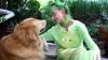 E cea mai neobișnuită bătrânică din lume! Cum arată femeia obsedată de culoarea verde (VIDEO)