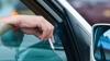 VOR FI AMENDAŢI! Şoferii care aruncă resturi menajere prin geamul maşinii, pedepsiţi mai aspru