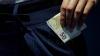 MITĂ DE 500 DE EURO! Un locotenent-major de justiţie, reţinut în flagrant de ofiţerii CNA