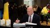 Pavel Filip a semnat un mesaj în cartea de condoleanţe în memoria victimelor de la Bruxelles (FOTO)
