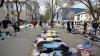 VIAŢĂ SECOND-HAND. Moldovenii, nevoiţi să strângă cureaua şi să îmbrace haine cumpărate la mâna a doua