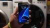 UIMITOR! Rezistența la apă a smartphone-ului Galaxy S7 a fost testată într-o mașină de spălat (VIDEO)
