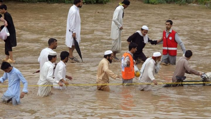 PLOI TORENȚIALE în Pakistan! Cel puțin 49 de persoane și-au pierdut viața