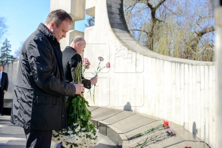 Memorie veșnică eroilor! Au fost depuse flori în cinstea celor căzuți în Războiul de la Nistru