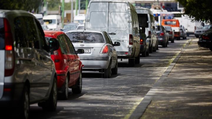 ESCROCHERIE sau NEATENŢIE?! Un caz din trafic aminteşte de faima tristă a anilor '90 (VIDEO)