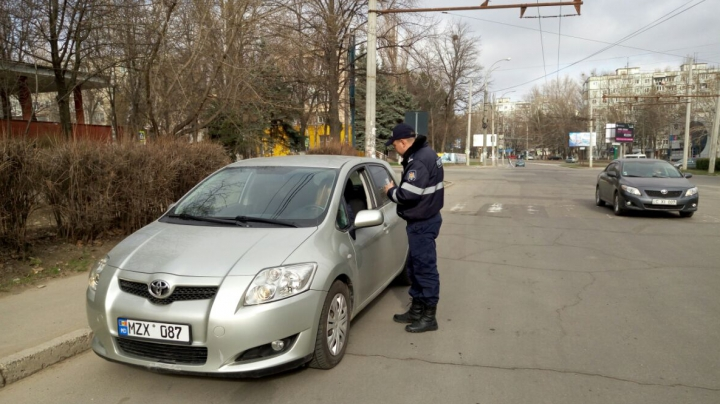 GEST DEMN DE URMAT al inspectorilor de patrulare! Cum au fost surprinse în trafic şoferiţele din Capitală
