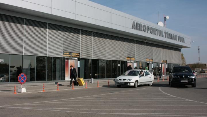 Panică pe aeroportul internațional din Timișoara! Trei persoane, imobilizate de pasageri