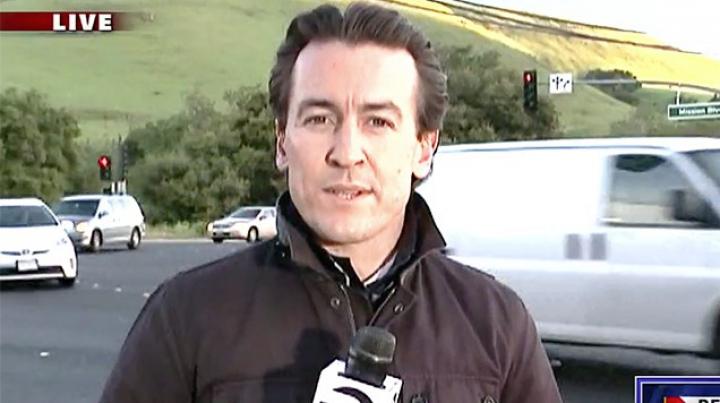 Un jurnalist, LA UN PAS DE MOARTE! L-a salvat în ultimul moment cameramanul
