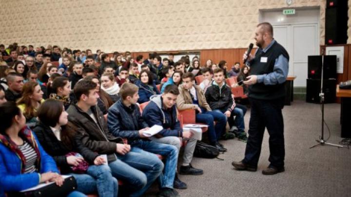 Şcoala Ambasadorilor Edelweiss, noua campanie educaţională adresată tinerilor din Republica Moldova